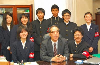 島根県:2010.5.27出雲高校新聞部がインタビュー(トップ / 子育て ...